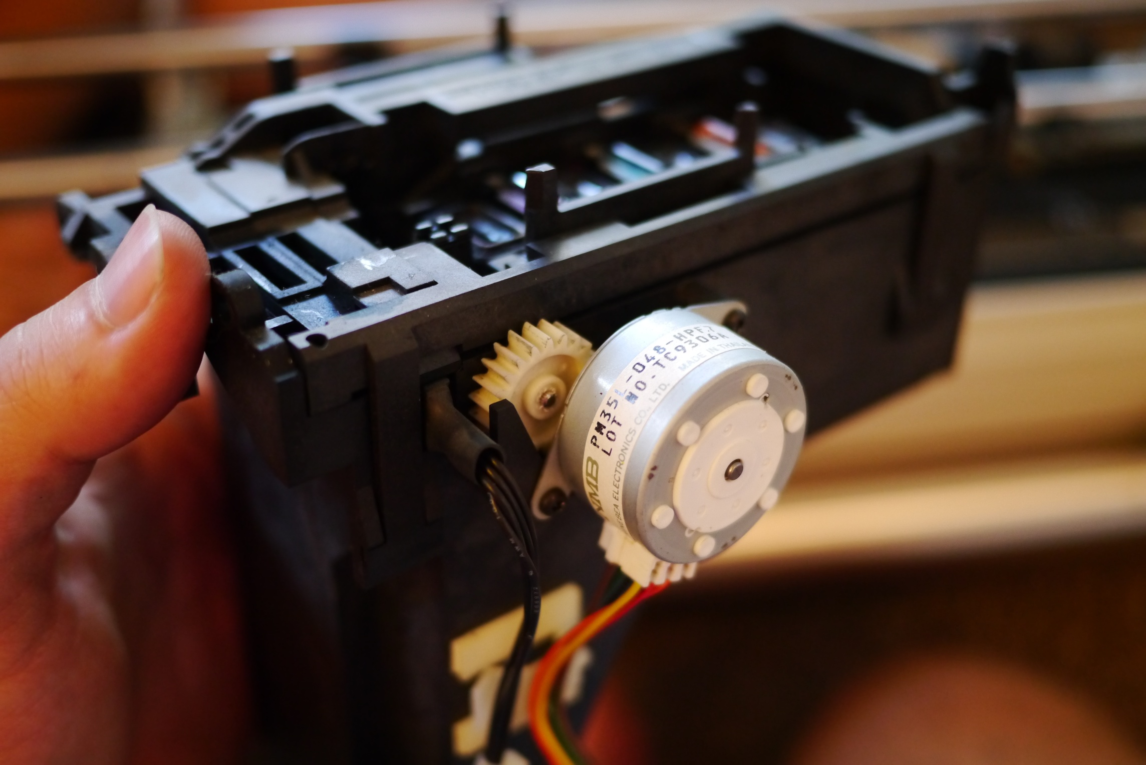 Hp plotter take apart and analysis things i 39 m doing for Print head stepper motor